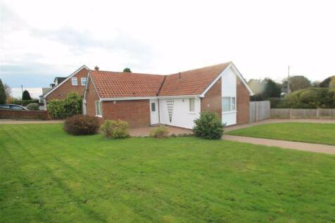 Warrenwood Road, Borras, Wrexham. 3 bedroom detached bungalow for sale