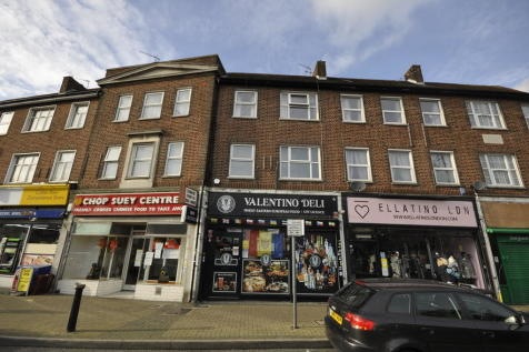 Collier Row Road, Collier Row, Romford. 3 bedroom flat