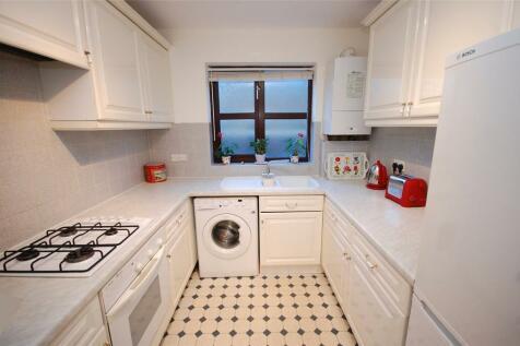 Woodside Lane, Woodside Park, N12. 2 bedroom apartment