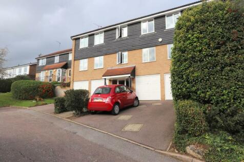 Goldings Road, Loughton. 2 bedroom flat