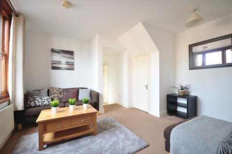 New Street Horsham RH13. 2 bedroom flat