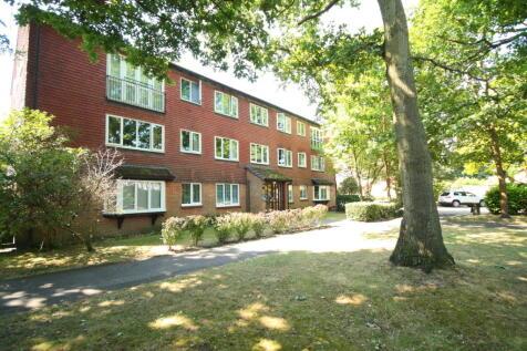 Hallington Close, Woking. 2 bedroom flat