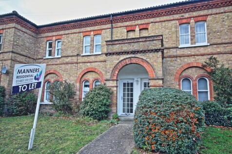 Knaphill, Woking. Studio flat