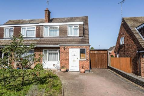Westwood Avenue, Hitchin, SG4. 4 bedroom semi-detached house