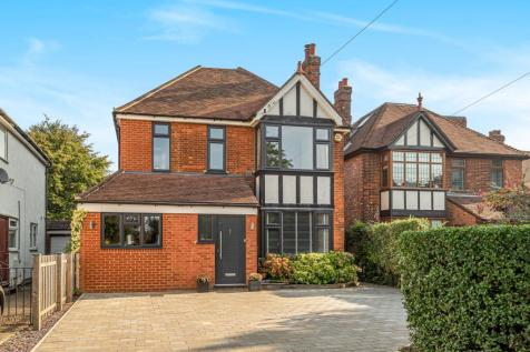 Stevenage Road, Hitchin, SG4. 4 bedroom detached house