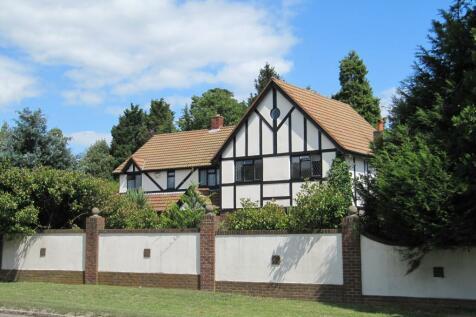 Wood Lane, Iver, Bucks SL0 0LB. 5 bedroom detached house