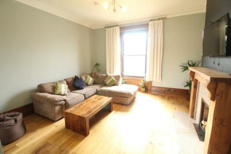Irvine Place, Upper Flat, AB10. 3 bedroom flat