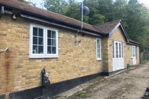 Andrews Lane, Cheshunt. 3 bedroom detached bungalow
