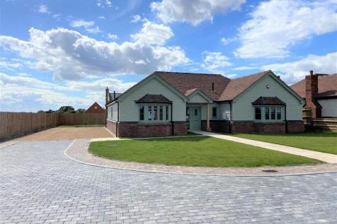 Stoney Hills, Burnham-On-Crouch. 3 bedroom detached bungalow