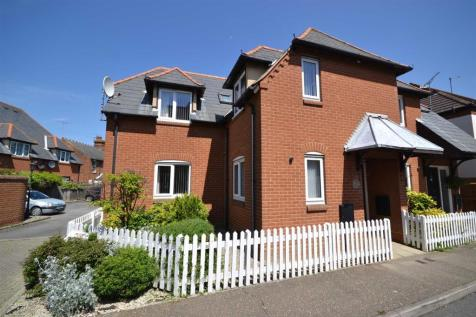 Kings Road, Burnham-on-Crouch. 2 bedroom semi-detached house