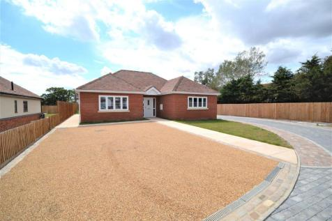3 Charwood Mews, Stoney Hills, Burnham-On-Crouch. 3 bedroom detached bungalow