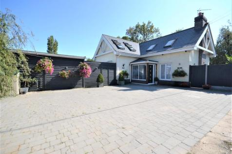 Whitby Road, Southminster. 3 bedroom chalet