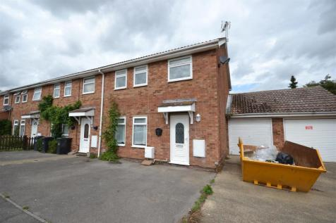 The Leas, Burnham-On-Crouch. 3 bedroom end of terrace house