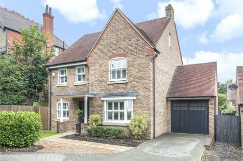 White Hill Close, Caterham, Surrey, CR3. 5 bedroom detached house