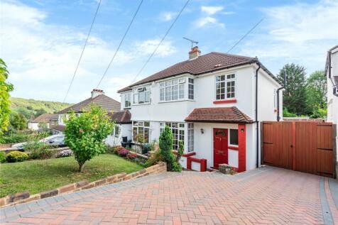 Hillcrest Road, Whyteleafe, Surrey, CR3. 3 bedroom semi-detached house
