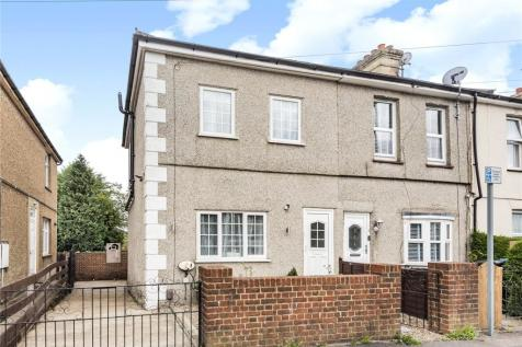 Coulsdon Road, Caterham, Surrey, CR3. 3 bedroom end of terrace house