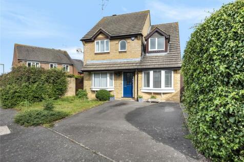 Fairbourne Lane, Caterham, Surrey, CR3. 4 bedroom detached house