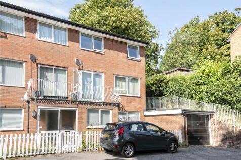 Ridge Court, Westhall Road, Warlingham, Surrey, CR6. 2 bedroom maisonette