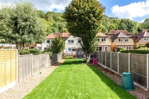 Downsway, Whyteleafe, Surrey, CR3. 3 bedroom detached house