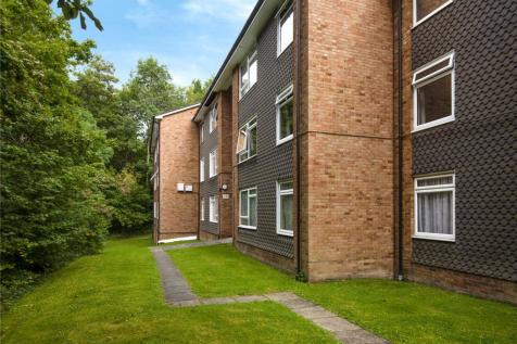 Alpha Court, Hillside Road, Whyteleafe, Surrey, CR3. 2 bedroom apartment