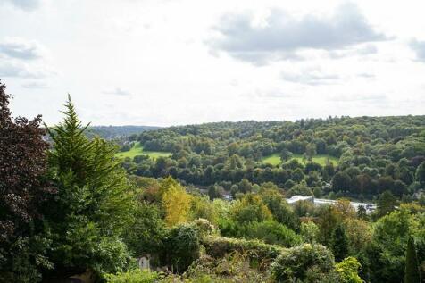 Valley Heights, The Mount, Warlingham, Surrey, CR6. 2 bedroom apartment
