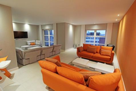 Park View, Greyfriars Road. 2 bedroom penthouse