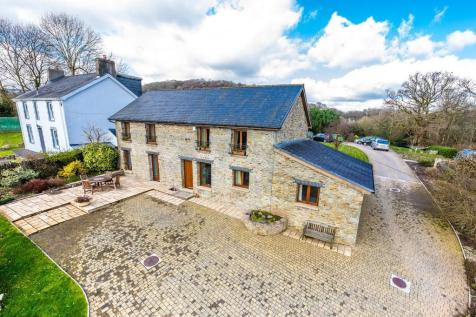 Rhiwsaeson Road, Cross Inn. 4 bedroom barn conversion