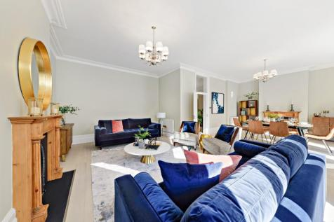 Gloucester Road, London, SW7. 3 bedroom flat