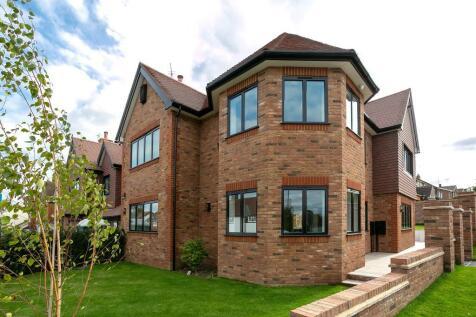 Manland Way, Harpenden, Hertfordshire. 4 bedroom semi-detached house