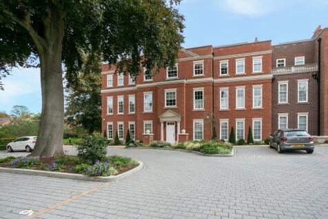 Gleneagle Manor, Townsend Lane, Harpenden. 3 bedroom flat