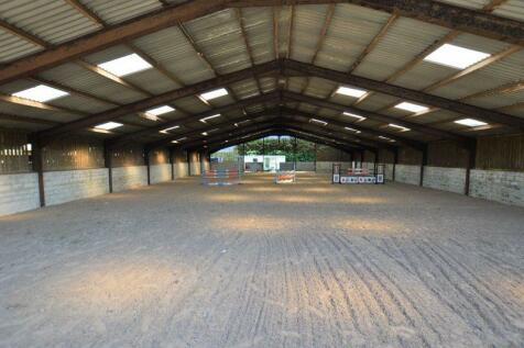 Sennicar Lane, Haigh, WN1 2SN. 4 bedroom equestrian facility