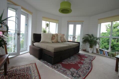 Oakwood Avenue, Beckenham, BR3. 2 bedroom apartment