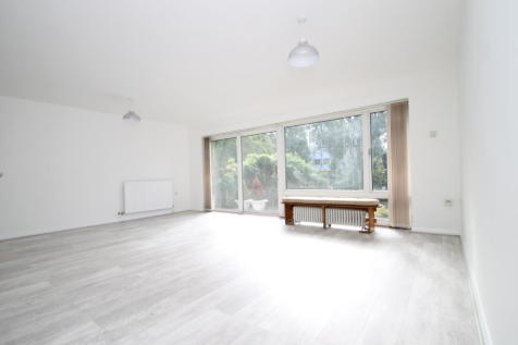 Copers Cope Road, Beckenham BR3. 3 bedroom flat