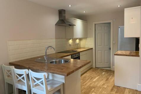 Newton Road, Leeds, West Yorkshire, LS7. 1 bedroom flat