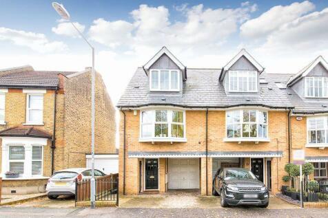 Turpins Lane, Woodford Green IG8. 3 bedroom property
