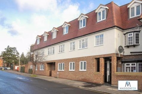Ollards Grove, Loughton. 2 bedroom flat