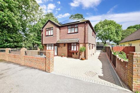 Bredhurst Road, Wigmore, Gillingham, Kent. 4 bedroom detached house