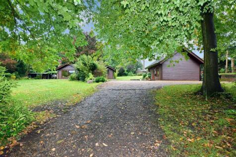 Carters Hill Lane, Culverstone, Meopham, Kent. 4 bedroom detached bungalow for sale
