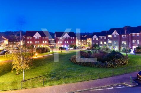 St Walters Court, Gardenia Road, Bickley, BR1. 2 bedroom penthouse