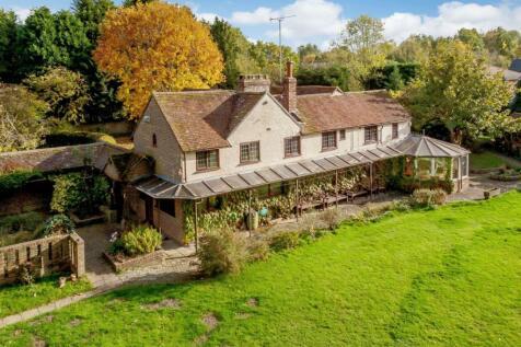 North Heath Lane, Horsham. 4 bedroom detached house for sale