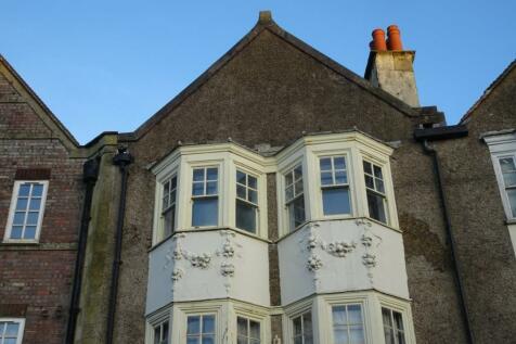 2 High Street, Crowborough. 2 bedroom flat