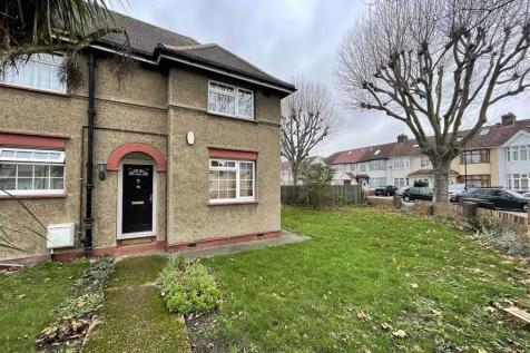 Dormers Avenue, Southall, Middlesex. 3 bedroom end of terrace house for sale