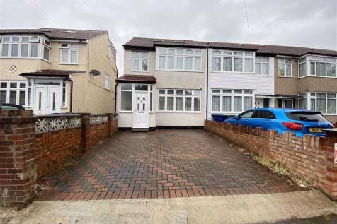 St. Josephs Drive, Southall, Middlesex. 4 bedroom end of terrace house