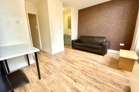 John William Street, HUDDERSFIELD. 1 bedroom flat