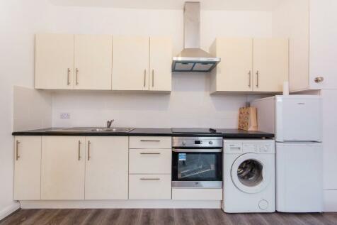 High Street, Sutton, Surrey, SM1. 1 bedroom flat
