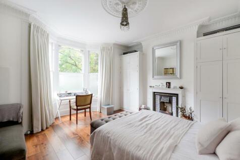 Poplar Grove, London, W6. 2 bedroom maisonette