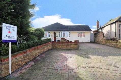 Mayplace Road East, Bexleyheath. 3 bedroom detached bungalow for sale