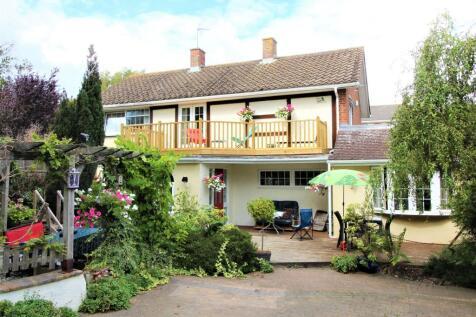Coolinge Lane, Folkestone, Kent CT20 3RA. 4 bedroom detached house