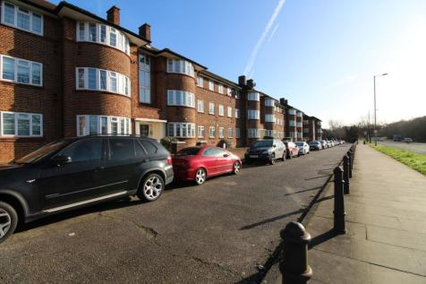 Beaufort Park, Falloden Way, Hampstead Garden Suburb, NW11. 2 bedroom flat