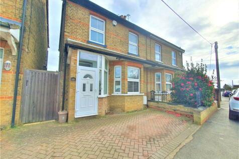 Swallow Street, Iver, Buckinghamshire, SL0. 2 bedroom semi-detached house